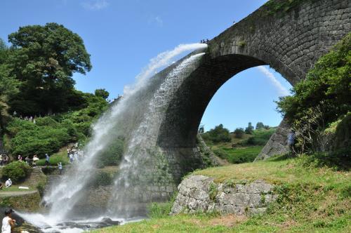 通潤橋(放水)